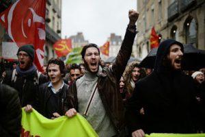 4879712_6_08c9_des-manifestants-marchant-contre-la-loi-du_bc846818d9196d7d92e0ef3c339d5236