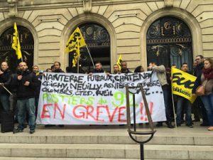 vendredi_13_novembre_les_postieres_devant_la_mairie_de_clichy_dr