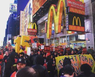 EEUU – El movimiento Fight for 15$ golpea fuerte: 340 ciudades de EEUU en huelga