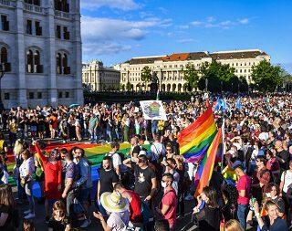 Nueva ofensiva LGTBfoba en Hungría del gobierno, en línea con su giro autoritario
